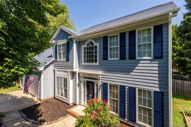 3525 Briarthorne Drive, Charlotte, NC 28269 (#3405759) :: Odell Realty Group