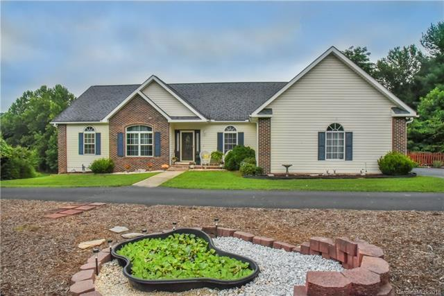 120 Serenity Circle, Hendersonville, NC 28792 (#3411448) :: Washburn Real Estate