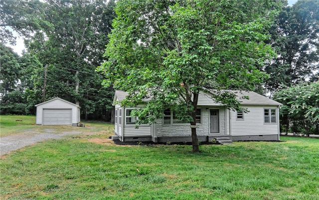 5308 Christenbury Road, Charlotte, NC 28269 (#3412116) :: Cloninger Properties