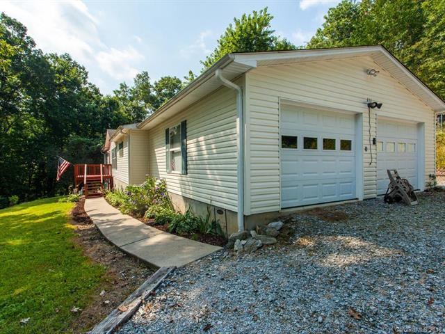 111 Laurel Woods Road, Hendersonville, NC 28739 (#3412800) :: Puffer Properties