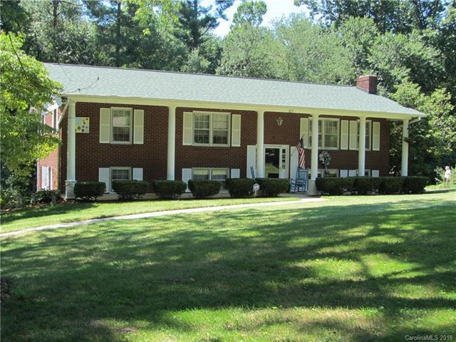 107 Castleton Lane, Hendersonville, NC 28791 (#3413218) :: Washburn Real Estate