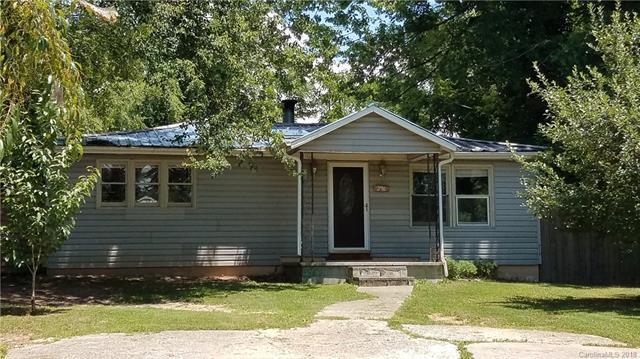 396 Hall Street, Hendersonville, NC 28792 (#3413352) :: Johnson Property Group - Keller Williams