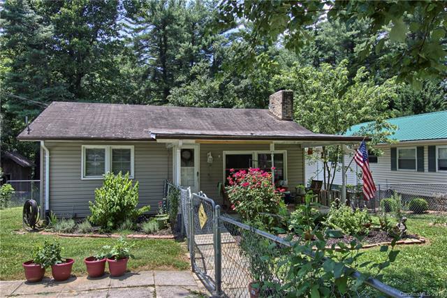 1015 Mountain View Street, Hendersonville, NC 28739 (#3414087) :: Rinehart Realty