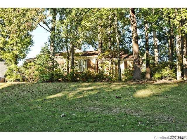 7001 Pleasant Drive, Charlotte, NC 28211 (#3414244) :: Stephen Cooley Real Estate Group