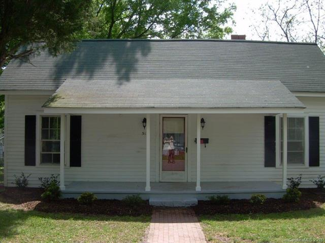 313 E Lowrance Avenue, Mooresville, NC 28115 (#3415032) :: The Sarah Moore Team