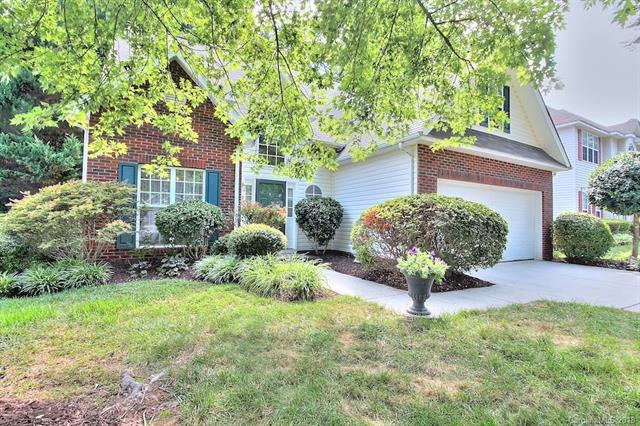 3423 Cranberry Nook Court, Charlotte, NC 28269 (#3415307) :: The Ramsey Group