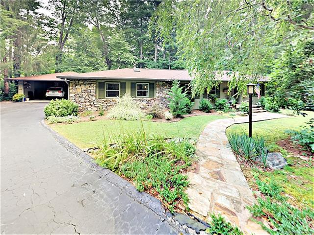 916 Toxaway Circle, Hendersonville, NC 28791 (#3415342) :: High Performance Real Estate Advisors