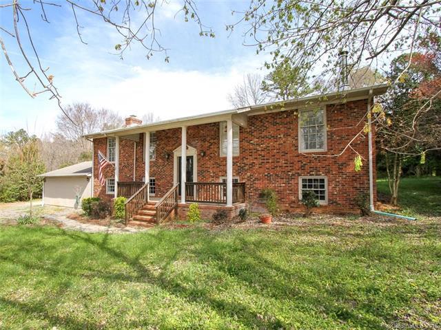1145 Beagle Lane, Charlotte, NC 28216 (#3415659) :: Rinehart Realty