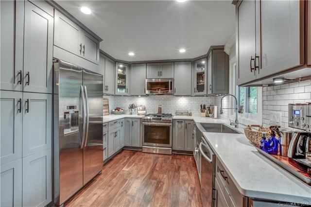 6 Catawba Ridge Court, Lake Wylie, SC 29710 (#3415679) :: Scarlett Real Estate