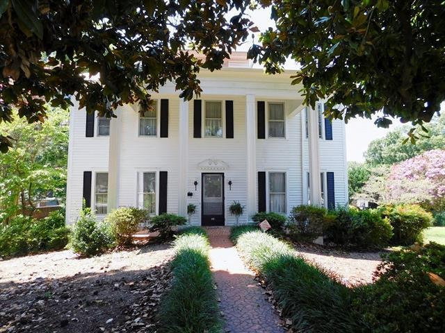 330 S College Avenue, Newton, NC 28658 (#3415944) :: Charlotte's Finest Properties
