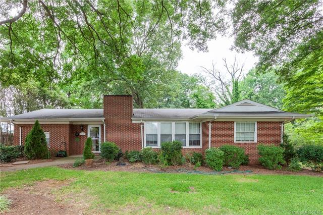 3137 Driftwood Drive, Charlotte, NC 28205 (#3416499) :: Exit Mountain Realty