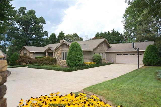 2372 Eagle Drive NE, Conover, NC 28613 (#3416984) :: MartinGroup Properties