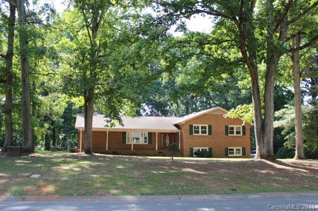 1415 Leolillie Lane, Charlotte, NC 28216 (#3418714) :: Rinehart Realty