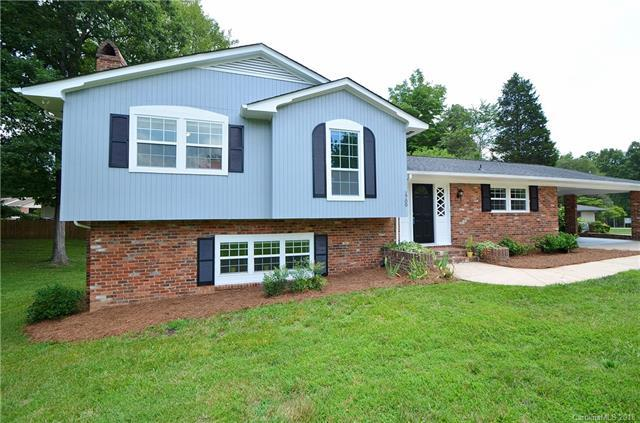1700 Laporte Drive, Charlotte, NC 28216 (#3418733) :: Besecker Homes Team
