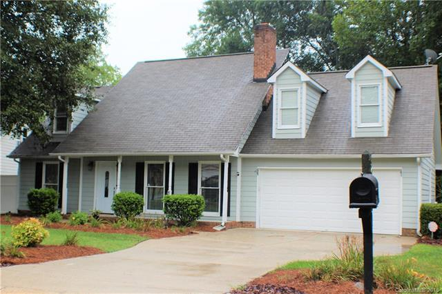 9018 Hunters Pointe Drive, Huntersville, NC 28078 (#3418736) :: The Ramsey Group