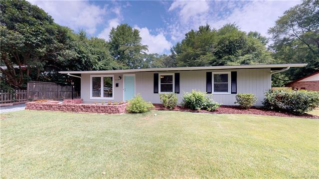 4115 Foxford Place, Charlotte, NC 28215 (#3418963) :: Exit Mountain Realty