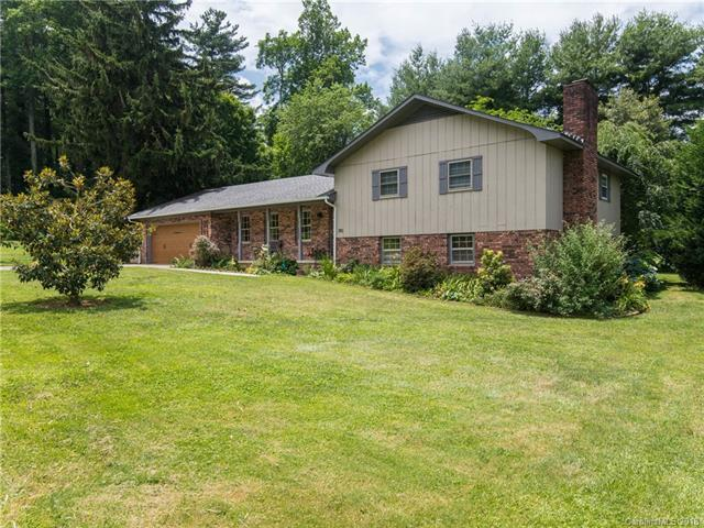 392 Wayside Lane, Hendersonville, NC 28792 (#3420936) :: Exit Mountain Realty
