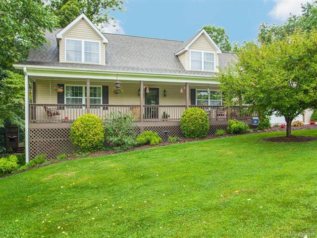 221 Scenic Ridge Drive, Hendersonville, NC 28792 (#3421156) :: RE/MAX Four Seasons Realty
