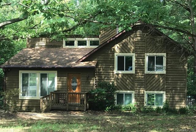 5709 Shadow Creek Road, Charlotte, NC 28226 (#3421403) :: Exit Mountain Realty