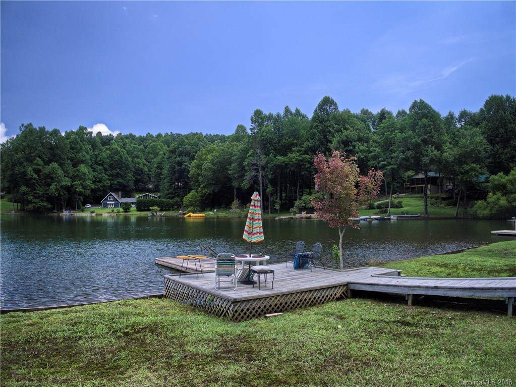 441 Haven Drive, Saluda, NC 28773 (#3421416) :: MartinGroup Properties
