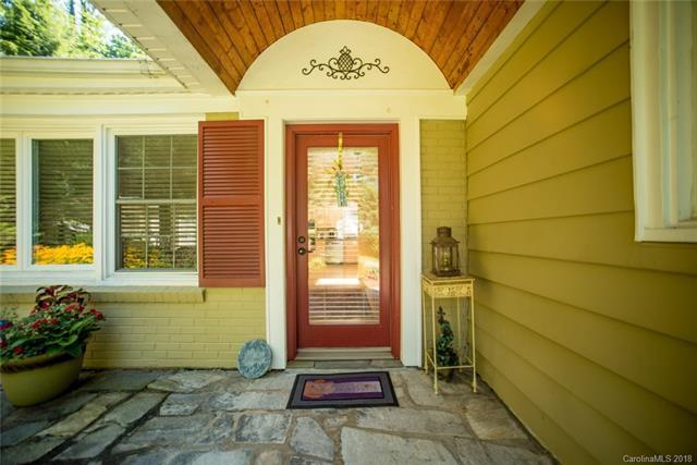 21 Woodcrest Road, Asheville, NC 28804 (#3422053) :: Rowena Patton's All-Star Powerhouse