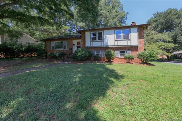 2235 Rocky Knoll Drive, Charlotte, NC 28210 (#3422459) :: The Elite Group
