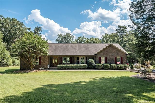 2325 Primm Road, Charlotte, NC 28216 (#3423522) :: The Ramsey Group