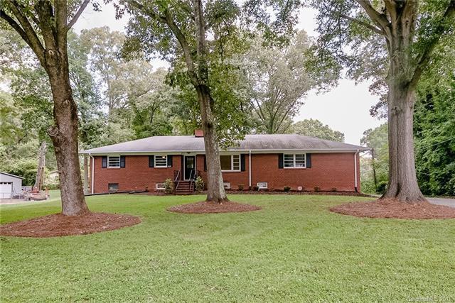 7930 Bellhaven Boulevard, Charlotte, NC 28216 (#3424166) :: MartinGroup Properties
