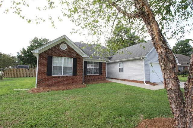 5001 Ravens Court, Matthews, NC 28104 (#3424299) :: The Elite Group
