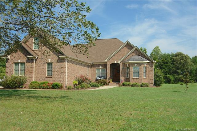 2527 Gateway Lane, Lincolnton, NC 28092 (#3424442) :: Mossy Oak Properties Land and Luxury