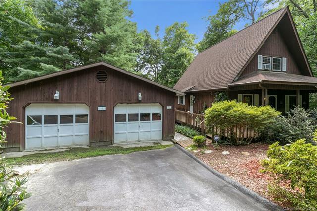 63 Falling Oak Lane, Hendersonville, NC 28739 (#3424813) :: Puffer Properties
