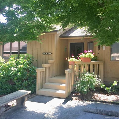 702 Red Oak Drive, Hendersonville, NC 28791 (#3424853) :: Puffer Properties
