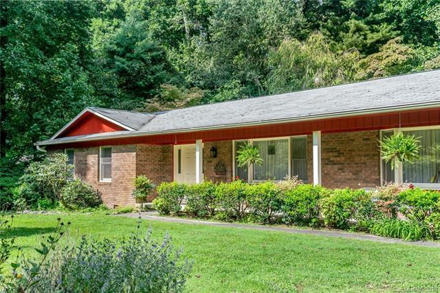 16 Hunters Lane, Hendersonville, NC 28791 (#3425510) :: Rowena Patton's All-Star Powerhouse