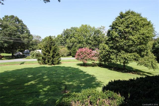 950 Silver Fox Drive, Concord, NC 28025 (#3425638) :: Besecker Homes Team