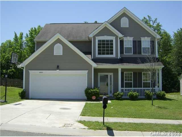 6821 Goldenwillow Drive, Charlotte, NC 28215 (#3425887) :: Miller Realty Group