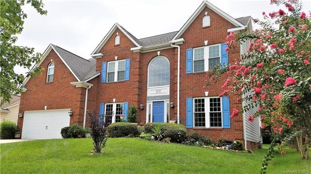 6131 Waverly Lynn Lane, Charlotte, NC 28269 (#3426414) :: Homes Charlotte