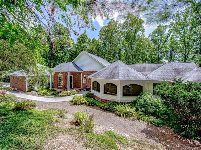 135 Connemara Overlook Drive, Hendersonville, NC 28739 (#3426816) :: Puffer Properties