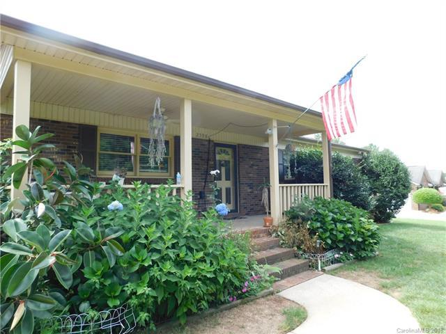 2598 Queens Drive, Lincolnton, NC 28092 (#3427204) :: Exit Mountain Realty