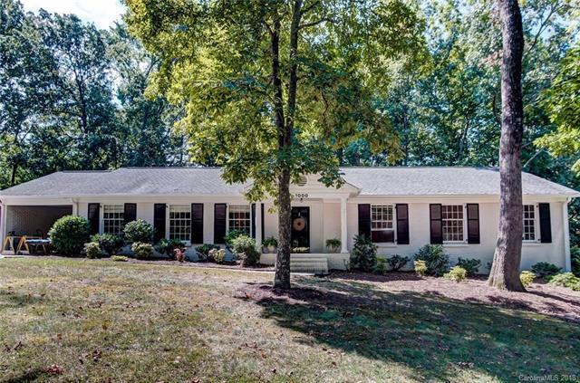 1000 Shady Bluff Drive, Charlotte, NC 28211 (#3428700) :: The Sarah Moore Team