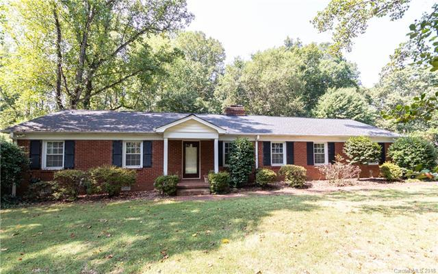 4610 Town & Country Drive, Charlotte, NC 28226 (#3429315) :: The Andy Bovender Team