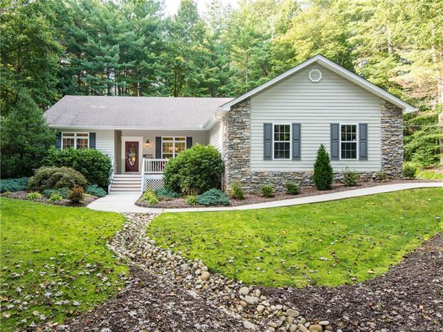 141 Woodhaven Drive, Hendersonville, NC 28739 (#3430967) :: Puffer Properties