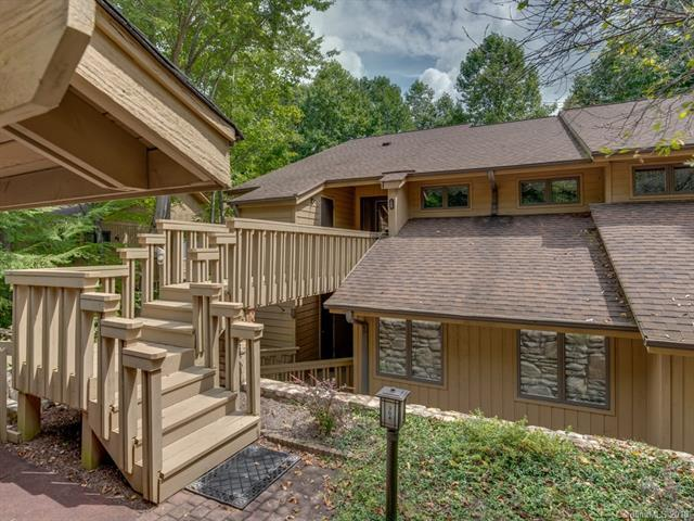 304 Live Oak Lane, Hendersonville, NC 28791 (#3432150) :: The Ramsey Group