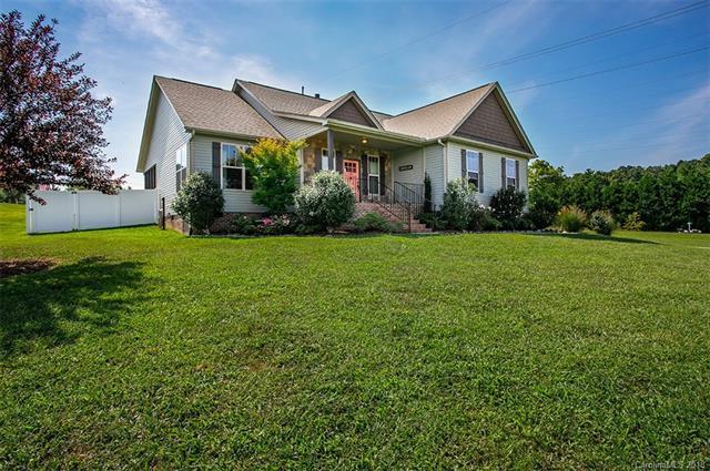 106 Beck Creek Circle, Flat Rock, NC 28731 (#3433224) :: Puffer Properties