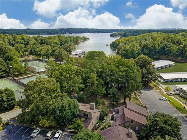 2 Marina Road, Lake Wylie, SC 29710 (#3434563) :: Zanthia Hastings Team