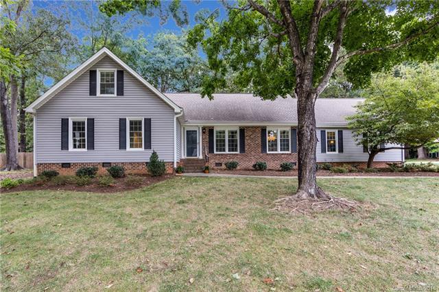 225 Bubbling Well Road, Matthews, NC 28105 (#3434683) :: The Ramsey Group