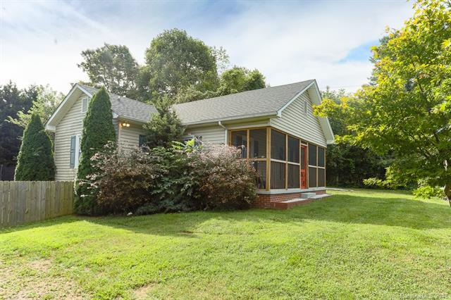 411 Glover Street, Hendersonville, NC 28792 (#3435079) :: Caulder Realty and Land Co.