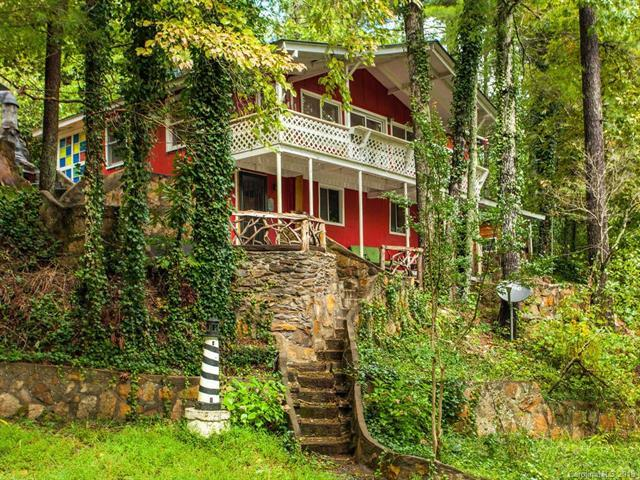 585 Mcmillan Drive, Hendersonville, NC 28792 (#3435457) :: Puffer Properties