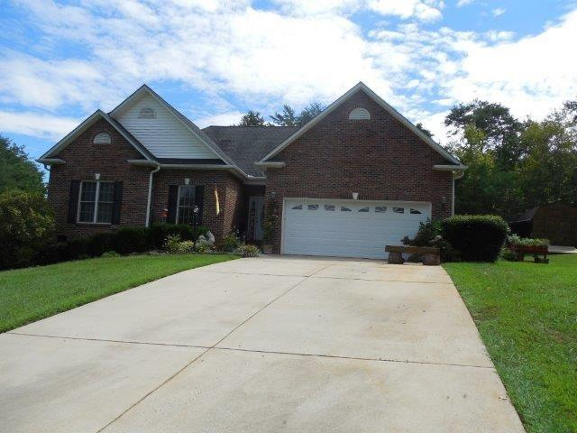1950 Bear Paw, Hickory, NC 28602 (#3435546) :: The Ramsey Group