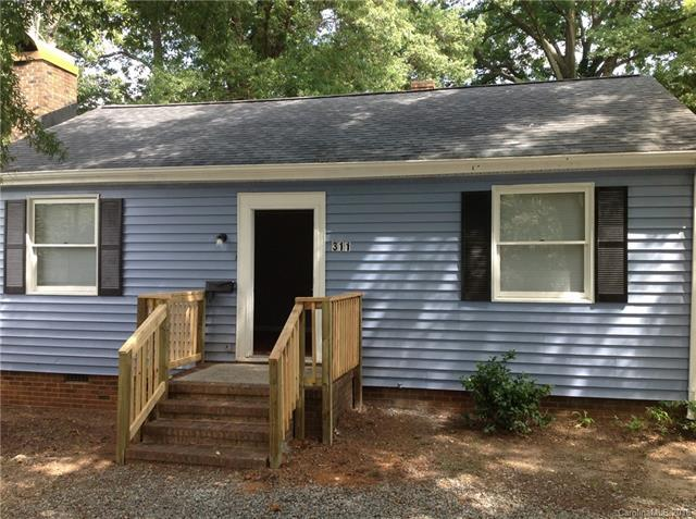 311 Hoskins Road, Charlotte, NC 28216 (#3436123) :: The Ramsey Group