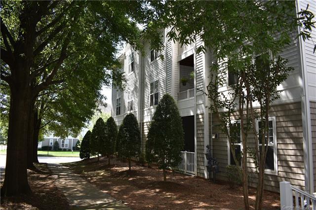 18605 Ruffner Drive 1E, Cornelius, NC 28031 (#3436164) :: Besecker Homes Team